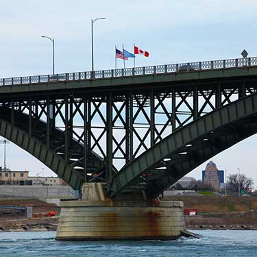 buffalo-cross-border-freight-border-crossing-canada-new-york-peace-bridge